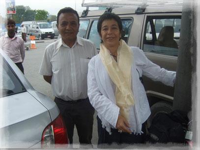 """Rafael, nuestro guía en Nepal, cuando me entregó la """"Khata"""" que llevo puesta."""