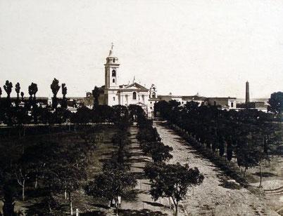 La Iglesia Nuestra Señora del Pilar, rodeada de quintas.