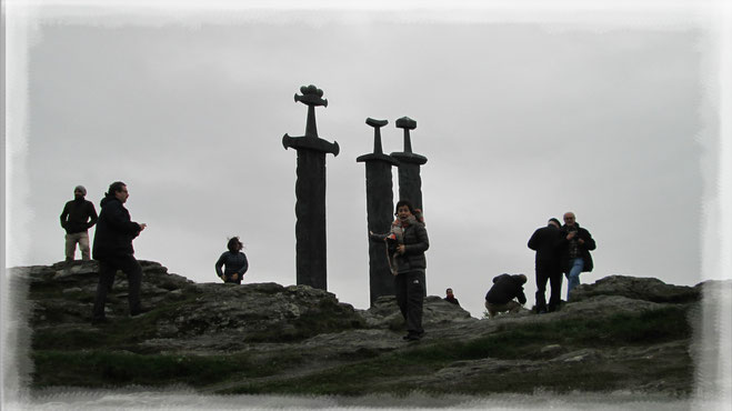 Tres Espadas en la Roca