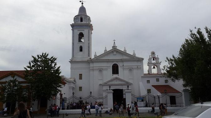 Iglesia de Nuestra Señora del Pilar, vista de su frente.
