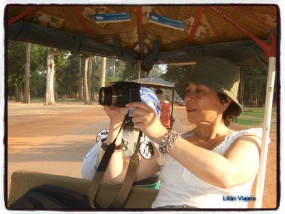 Lilián Viajera recorriendo en Tuk Tuk los templos de Angkor, Cambodia